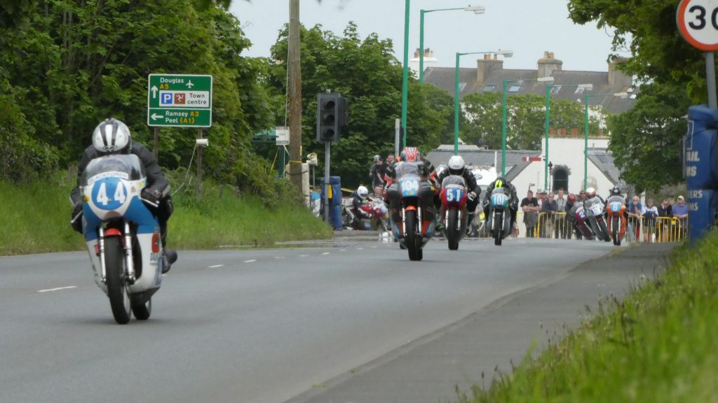 2018 Southern 100 Pre-TT : Features Classics battling it out for a place on the rostrum and the multi-start racing can get intense