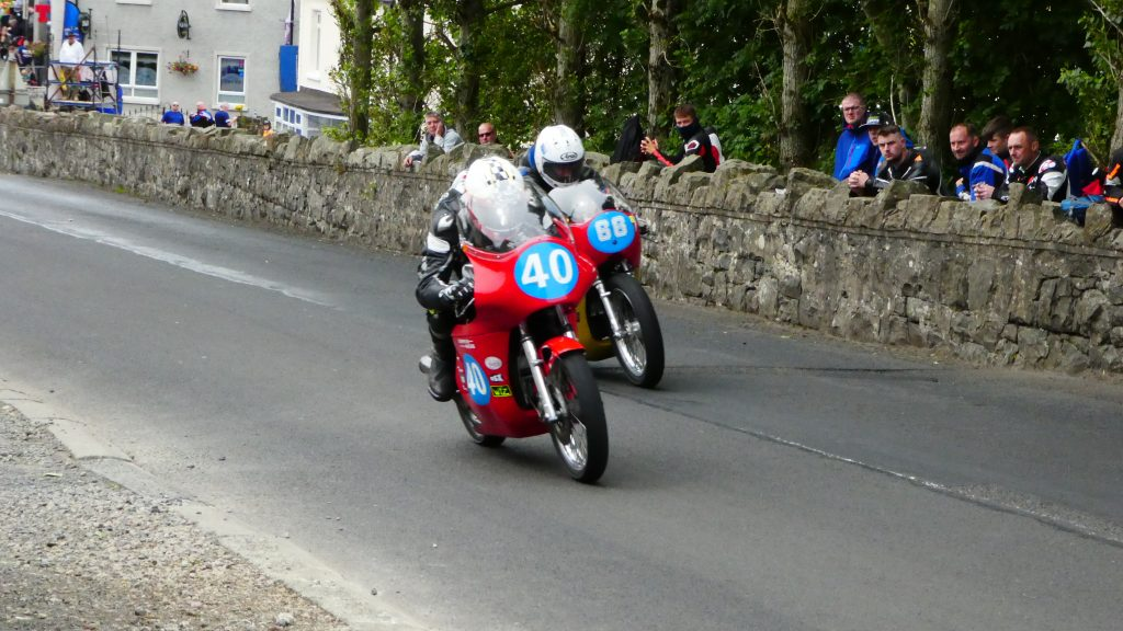 2019 Armoy Races : Barry Davison and Ed Manly battling for the top spot in the Junior Classics